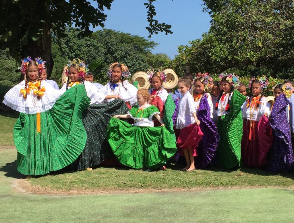 Dancers Panamanian Pollera 2017